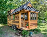 construiresatinyhousepasapas_cedar-mountain-new-frontier-tiny-homes-1.jpg