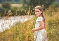 oasis34_enfant-dans-les-champs.jpg