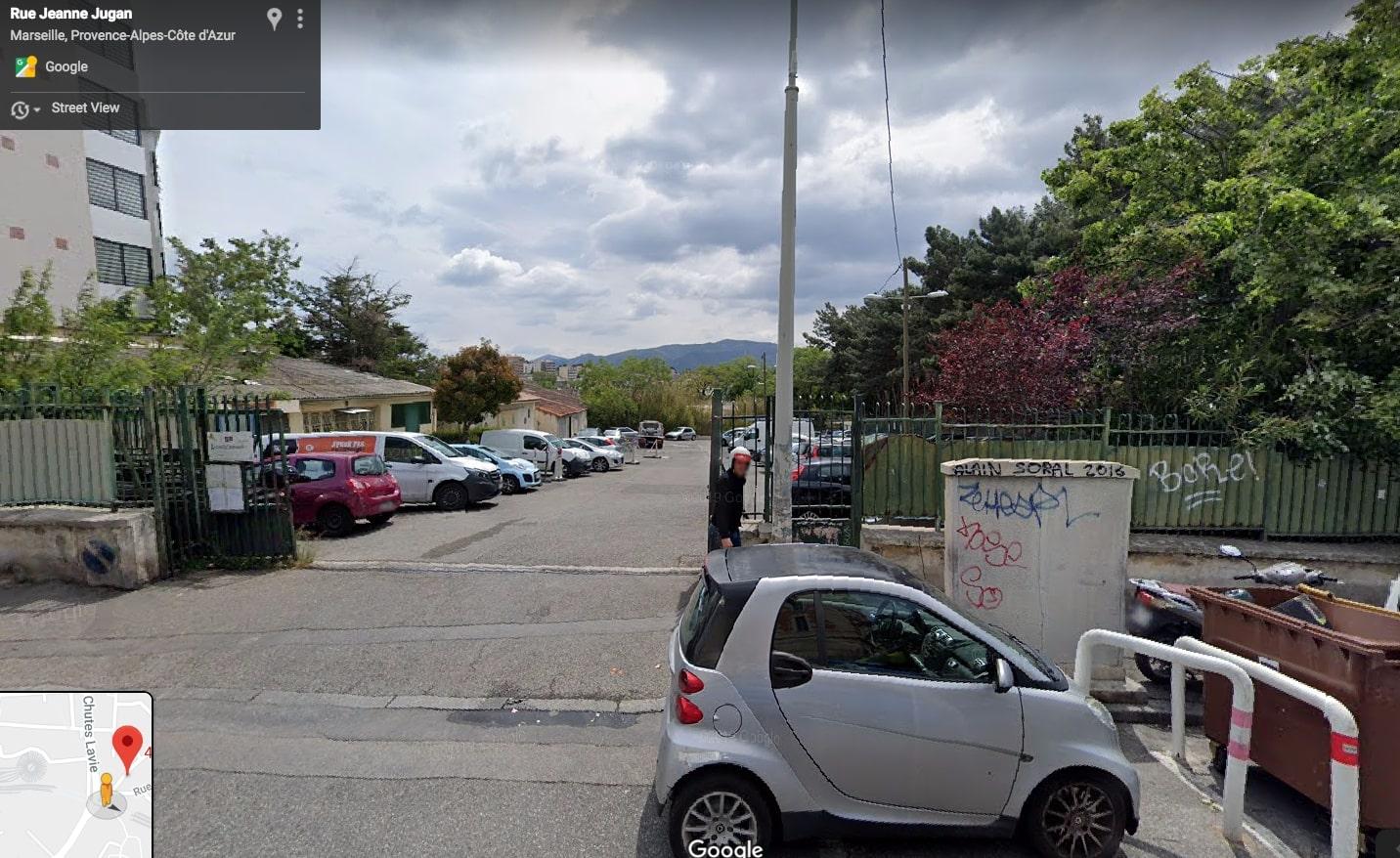 image lentre_du_jardin_est__gauche_en_entrant_sur_le_parking1.jpg (0.3MB)